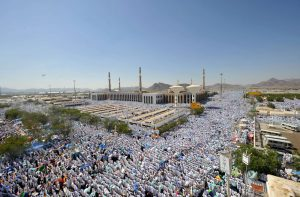Thousands of pilgrims outside Masjid al-Namirah in Arafat