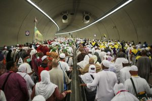 Pilgrims walking to the Jamarat